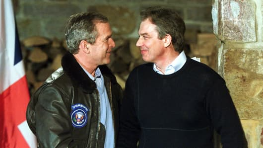 George W. Bush shakes hands with Tony Blair.