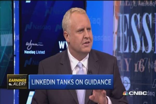 LinkedIn tanks on guidance