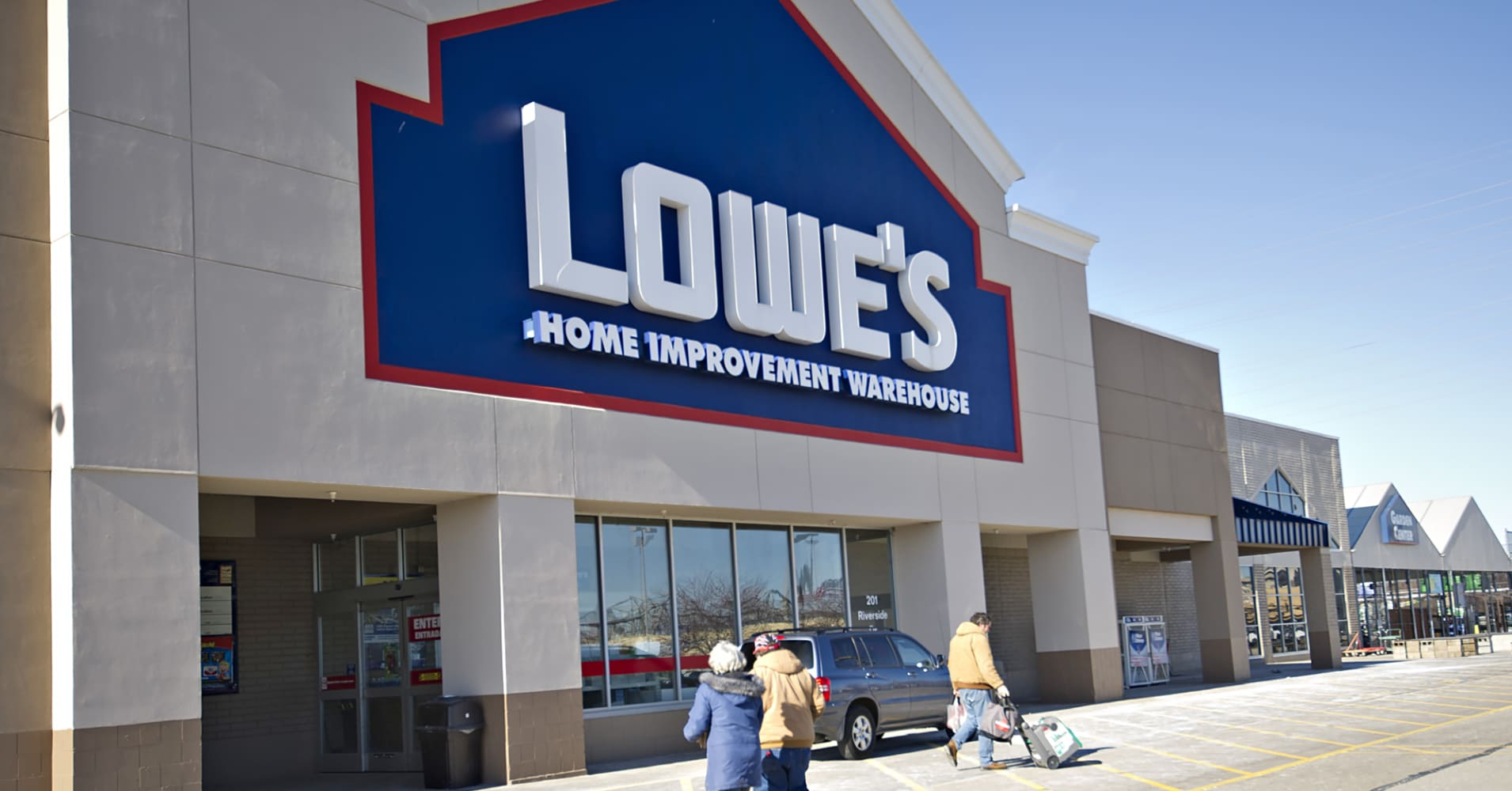 Lowe's halts sales of Chinese flooring over formaldehyde fears