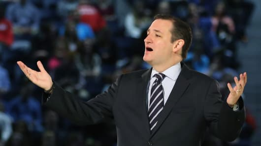 Sen. Ted Cruz (R-Texas) speaks to a crowd gathered at Liberty University in Lynchburg, Virginia, on March 23, 2015, to announce his presidential candidacy.