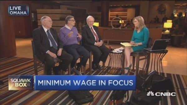 Buffett: Better option than increasing minimum wage