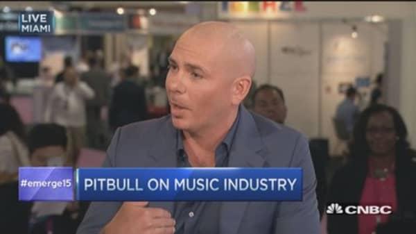 Pitbull: Music biz should have partnered with Steve Jobs