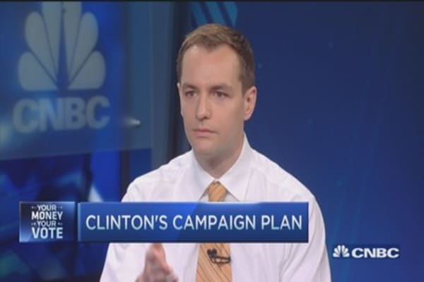 Voters want champion for 'everyday people': Clinton campaign manager
