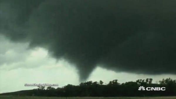 Tornado hits Kansas