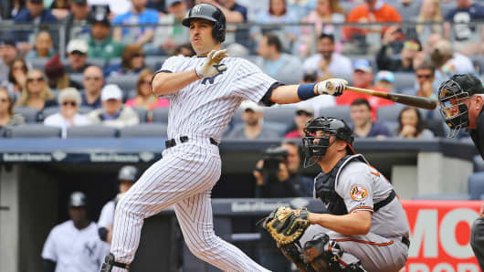 New York Yankees' Mark Teixeira bats during a game against the Baltimore Orioles at Yankee Stadium in New York, May 9, 2015.