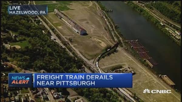 Freight train derails near Pittsburgh