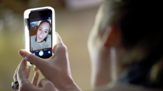 LuMeecase helps illuminate your next selfie.