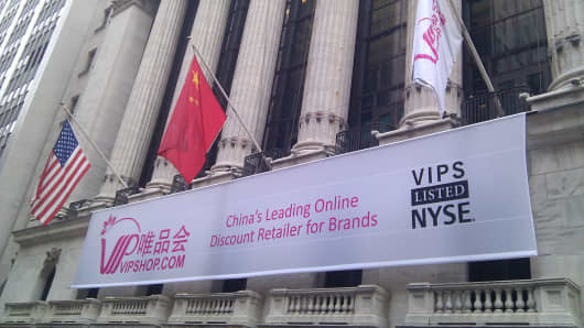 A Vipshop banner and Chinese flag hang outside the New York Stock Exchange.