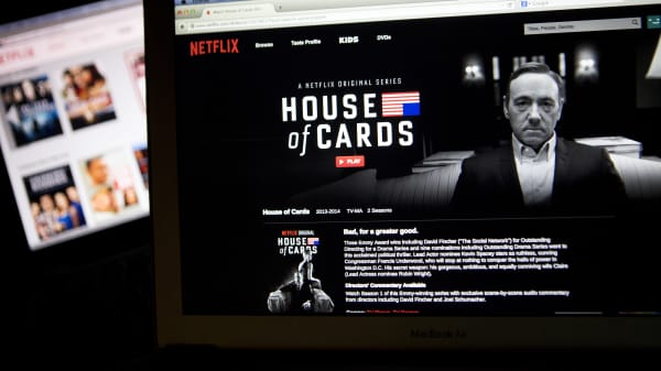 The Netflix Inc. website displays the 'House of Cards' series.