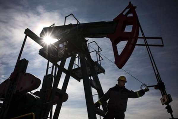 Keep eye on oil and US dollar: Pro