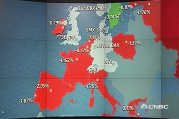 Europe closes lower, Spanish, Greek stocks tumble