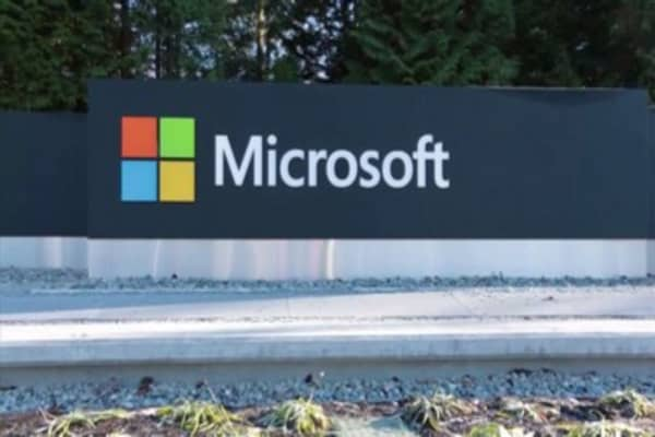 Microsoft lures in users with Windows release