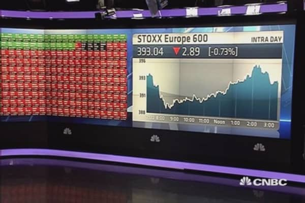 European stocks close lower, Greece in spotlight