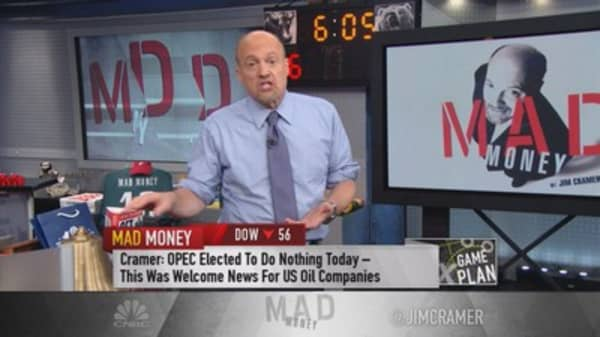Cramer: Market all about the dollar