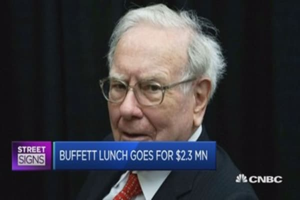 For $2.3M, this businessman gets to lunch with Buffett