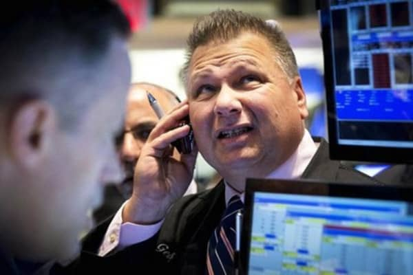 Wall Street seeks more signs of economic strength