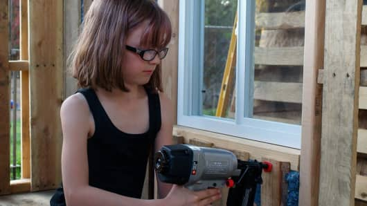 Hailey Fort, 9, builds houses for the homeless.
