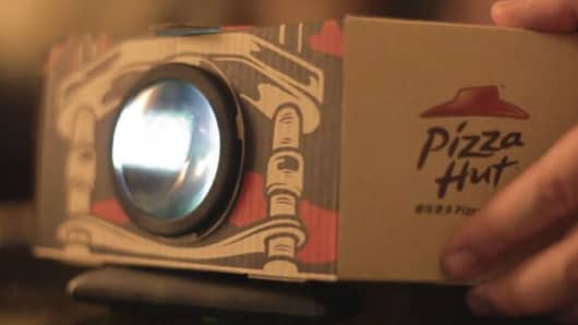 Pizza Hut in Hong Kong introduces a projector pizza box.