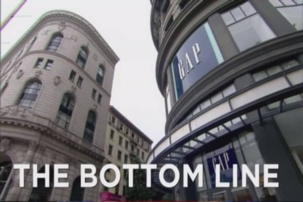 Gap cuts jobs, closes stores