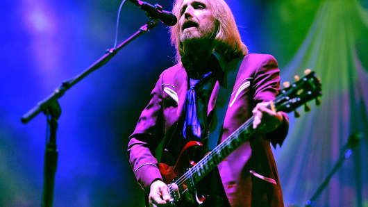 Tom Petty and the Heartbreakers perform at Viejas Arena in San Diego, Aug.13, 2014.