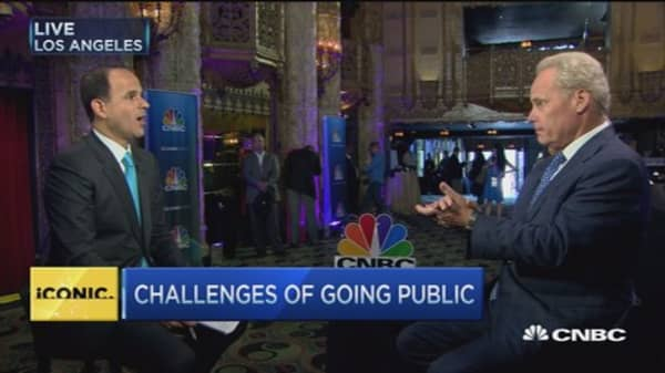 Going public vs. staying private: Lemonis