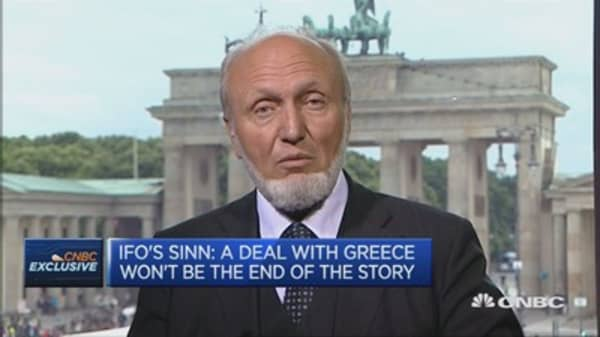 Greece needs to cut wages or pensions: Ifo president