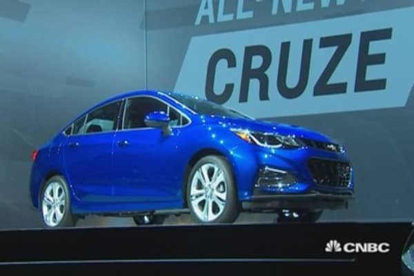 GM's Barra unveils 2016 Chevy Cruze