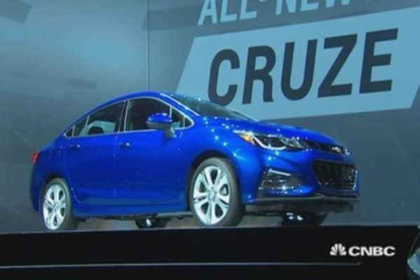 GM's Barra unveils 2016 Chevy Cruze