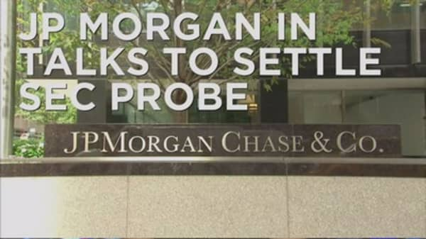 JPMorgan and SEC in settlement talks