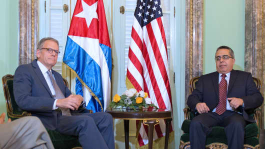 The head of US Interest Section, Jeffrey DeLaurentis (L), talks with Cuban Foreign Vice-Minister Marcelino Medina, after giving him a letter from US President Barack Obama to Cuban President Raul Castro, during a meeting at Foreign Ministry in Havana on July 1, 2015.