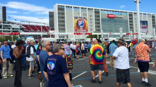 Fans gather to bid the Grateful Dead farewell at Levi's Stadium in Santa Clara, Calif.