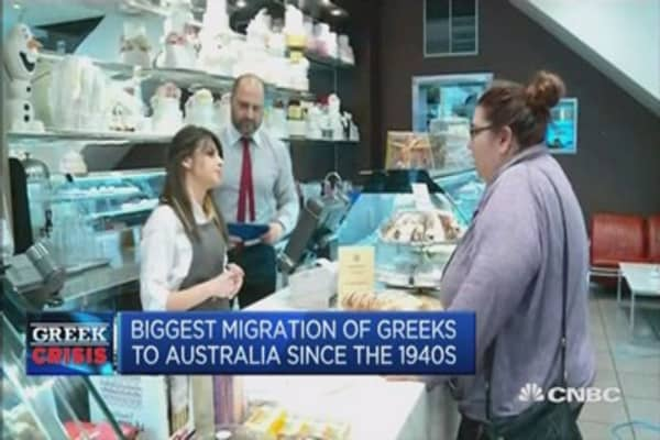 Amid endless drama, Greeks flock to Australia