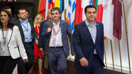 Alexis Tsipras, Greece's prime minister (right) and Euclid Tsakalotos, Greece's finance minister, (center) depart after all-night bailout talks in Brussels on July 13, 2015.