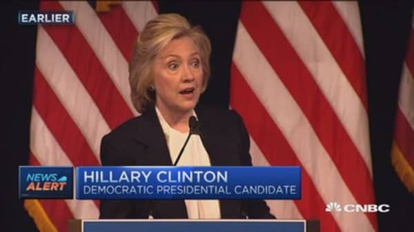 Clinton outlines economic plan