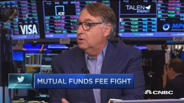 Mutual funds fee fight