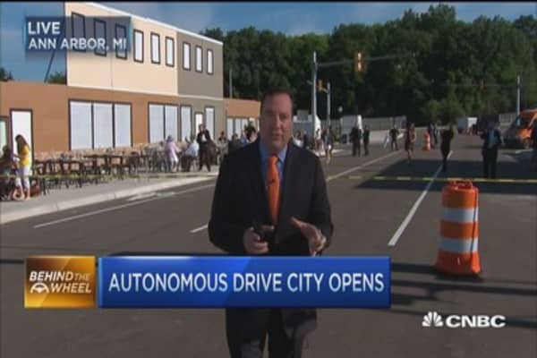 Mcity: Self-driving test course opens in Michigan