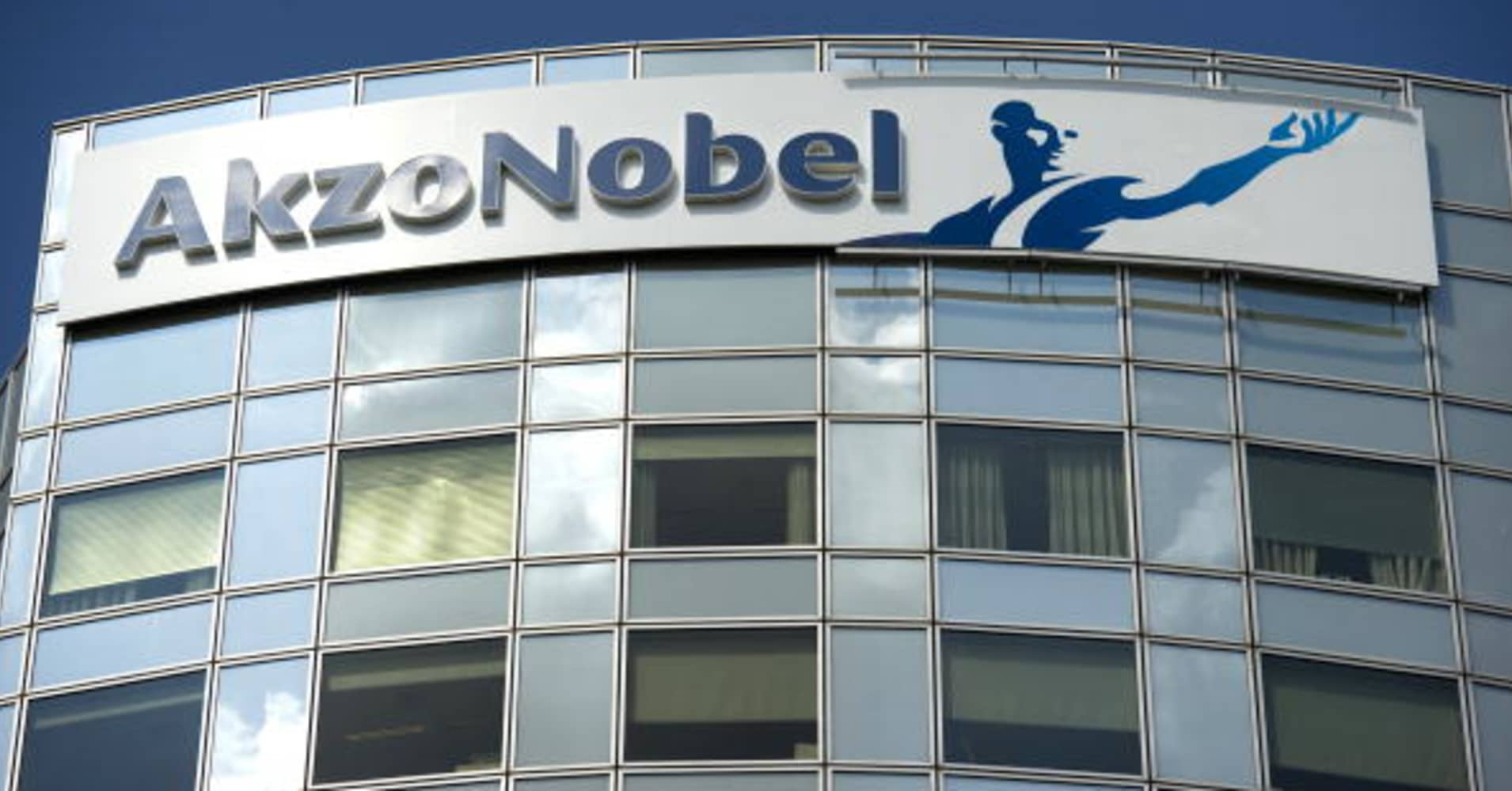 Akzo Nobel fourth-quarter earnings beat expectations; sees lower input costs