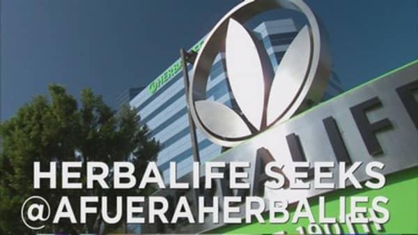 Who is @afueraherbalies?