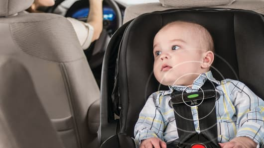 Evenflo Advanced Embrace DLX with SensorSafe car seat