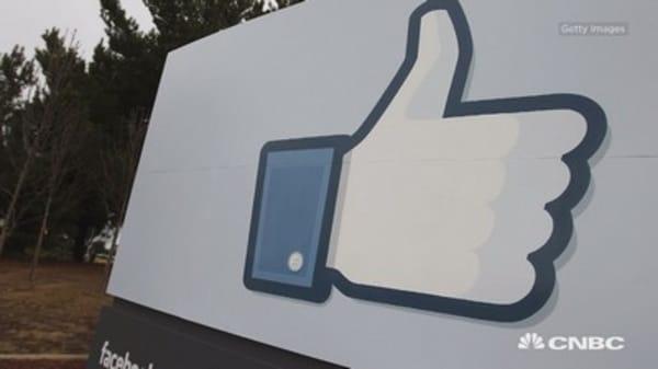 Facebook versus Twitter: How to play social earnings