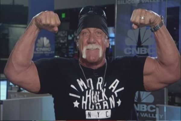 WWE cuts ties w/ Hulk Hogan