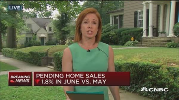 June pending home sales dip