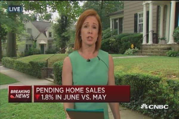 June pending home sales dip