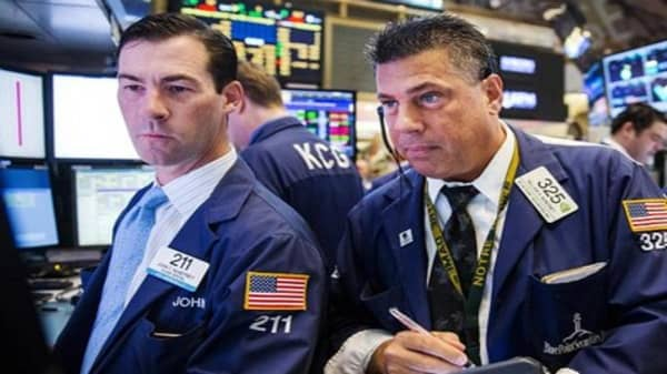 Wall Street seeks positive finish to July