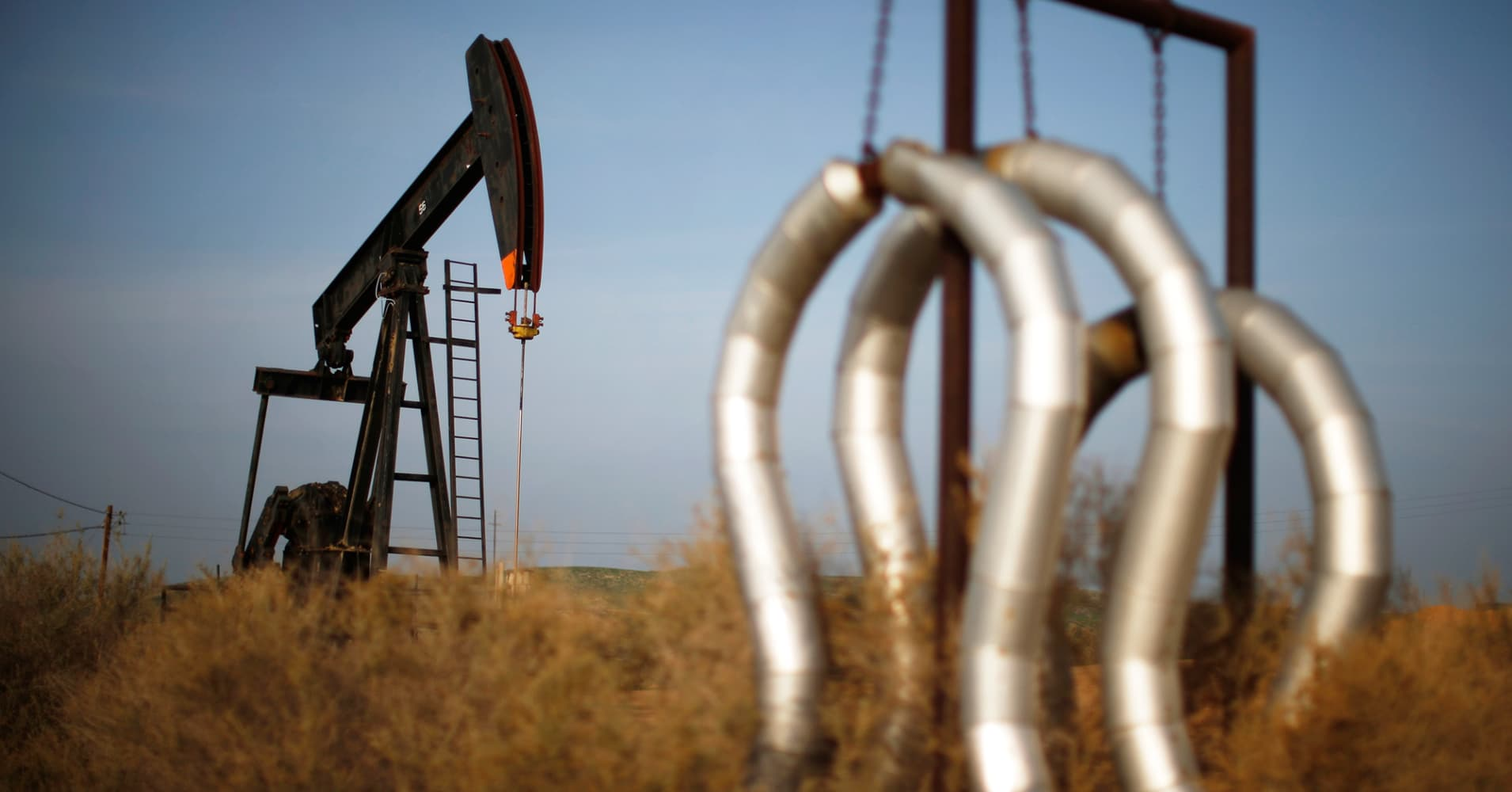 Oil dips away from 2014 highs on rising US rig count, but analysts say market supported