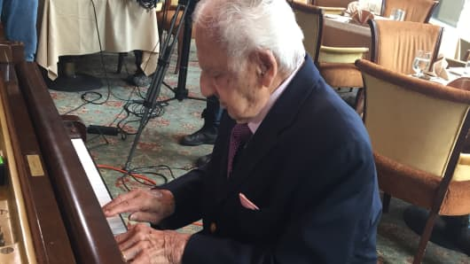 Irving Fields, America's oldest working American musician, turns 100.