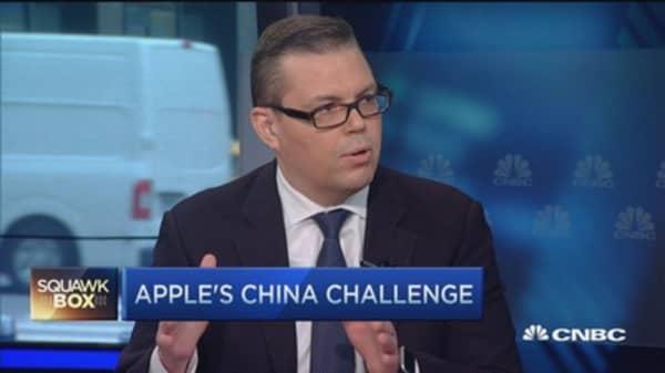 Apple price target keeps climbing as stock slips