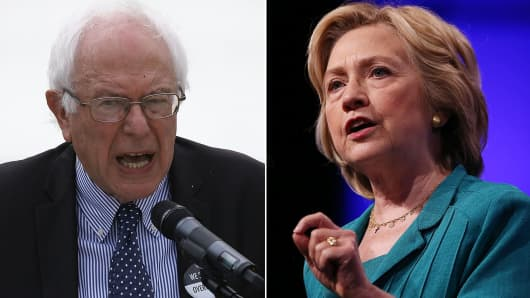 Democratic presidential hopefuls Bernie Sanders (L) and Hillary Clinton (R).