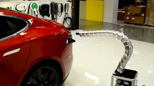 Tesla charger finding port