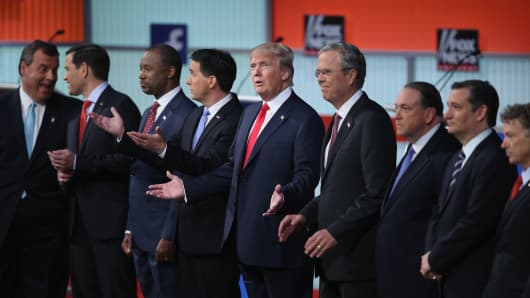 Republican presidential candidates (L-R) New Jersey Gov. Chris Christie, Sen. Marco Rubio (R-FL), Ben Carson, Wisconsin Gov. Scott Walker, Donald Trump, Jeb Bush, Mike Huckabee, Sen. Ted Cruz (R-TX) and Sen. Rand Paul (R-KY) take the stage for the first prime-time presidential debate hosted by FOX News and Facebook at the Quicken Loans Arena August 6, 2015 in Cleveland, Ohio.